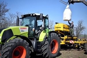 Claas_Axion_850_With_Claydon_Hybrid_T4_Mykolayiv_01
